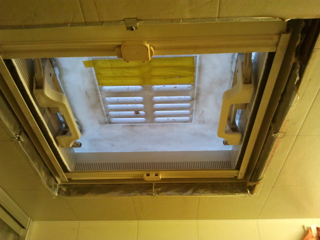 Rahmen der Dachluke abnehmen