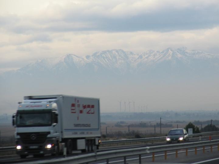 Schneebdeckte Berge an Spanischen Grenze