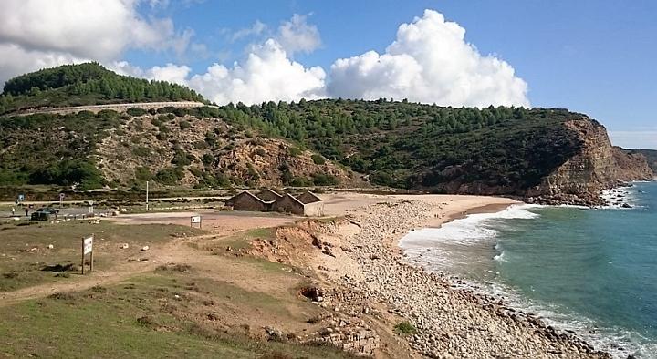 Boca do Rio mit den Ruinen der Fischfabrik