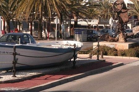 Boote am Straßenrand