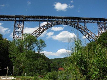 Brückenpark an der Wupper