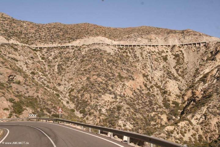 Ab Berg hängt die Straße