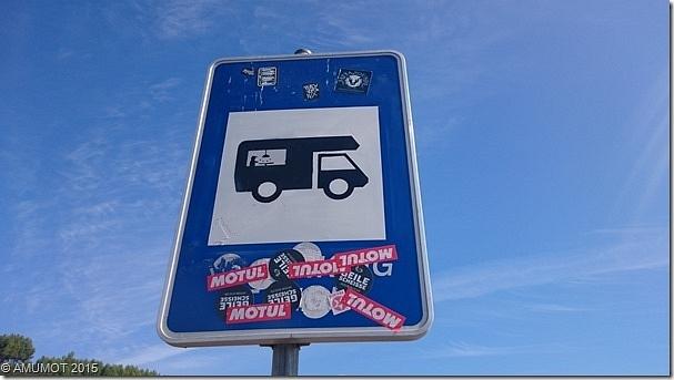 Schön umgestaltetes Parkverbotsschild