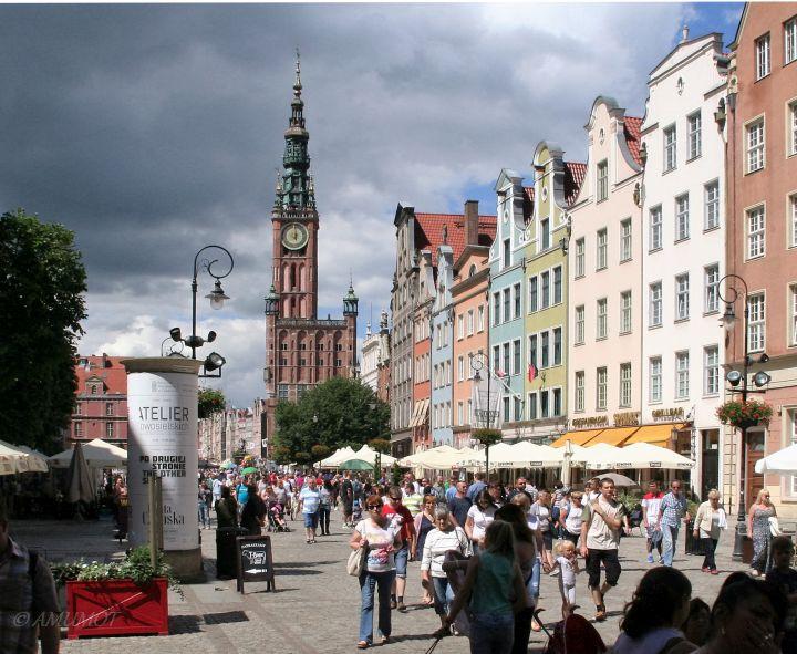 Rathausplatz mit dem Rechtstädtischen Rathaus hinten in der Mitte