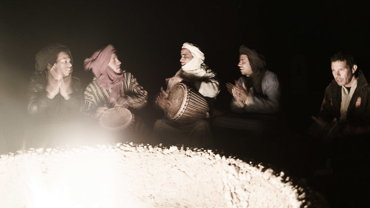 Musik am Camp in der Wüste