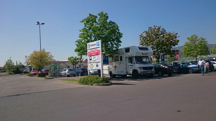 Idealer Parkplatz für den Umbau ist direkt beim Baumarkt