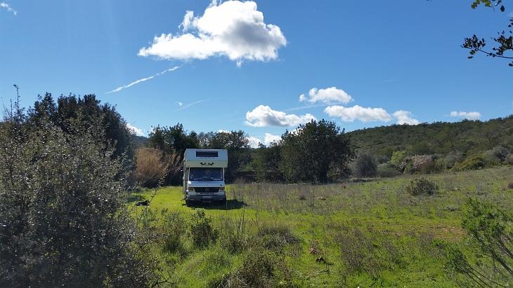 Wohnmobil auf Wiese Algarve