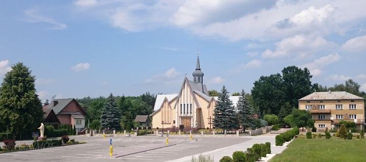 Restaurierte Holzkirche in polen