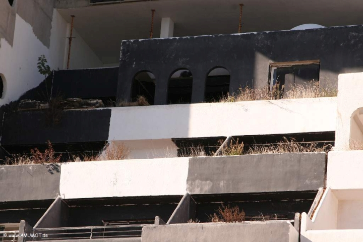 ruine hotel illegal