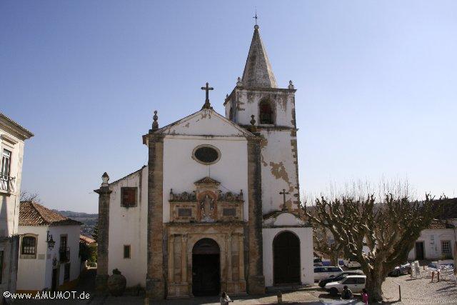 In Obidos alte kirche aus vielen steinen