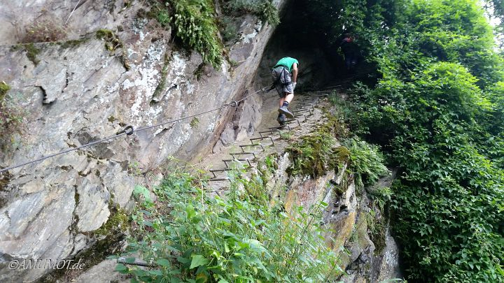 Leitern und Eisen sichern den Klettersteig Boppard