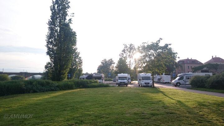 Wohnmobilstellplatz an der Elbe in Pirna