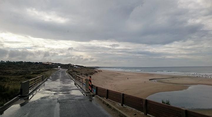 Straße direkt an der Küste Richtung Porto Covo