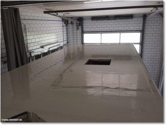 frisch beschichtet das wohnmobil GFK-Dach