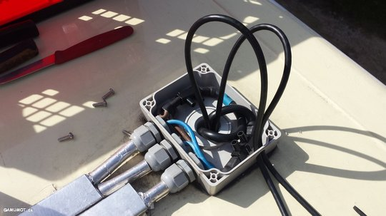 Neue Kabel vom Dach zum Solarregler