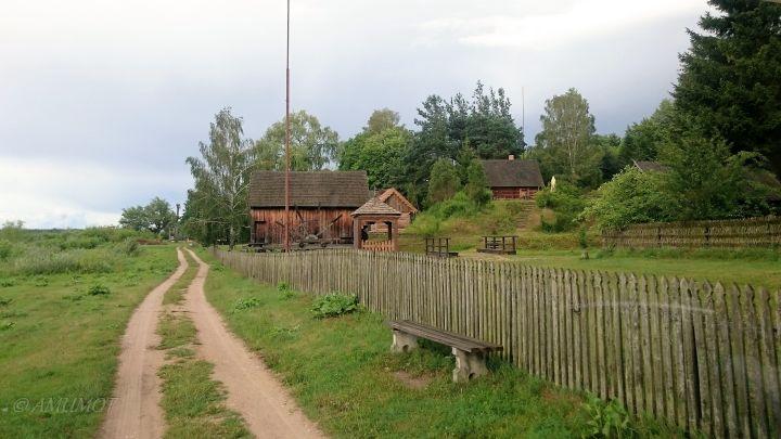 Museumdorf mit polnischen Holzhäusern
