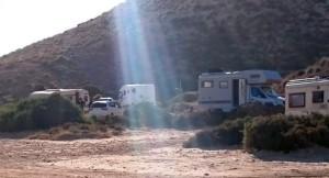 Polizei vertreibt Wohnwagen