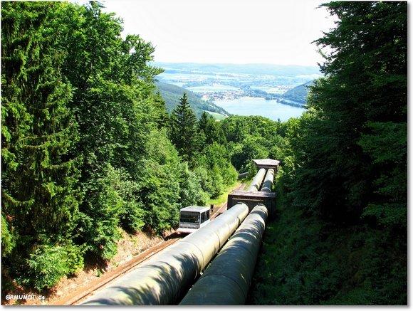 2,2 Meter dicke Rohre führen zum Turbinenhaus