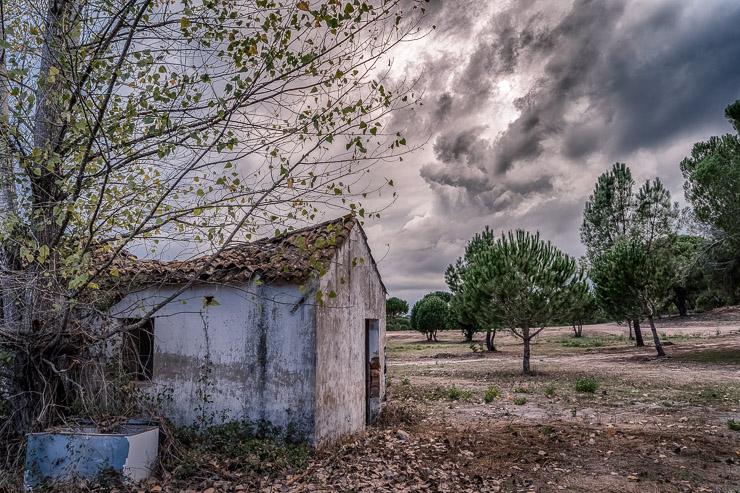 ruine mit wolken