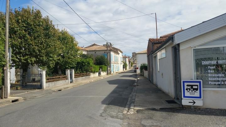 verschlafener Ort Saint Thomas de Conac
