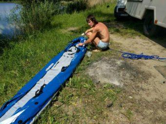 Schlauchboot aufpumpen