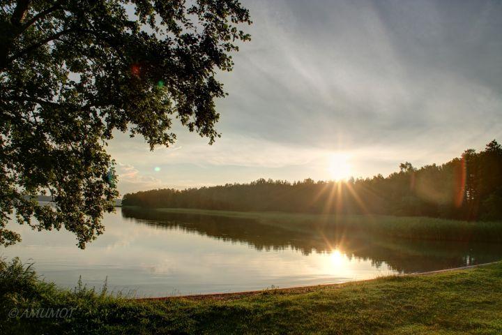 Sonnenaufgang am See in Masuren