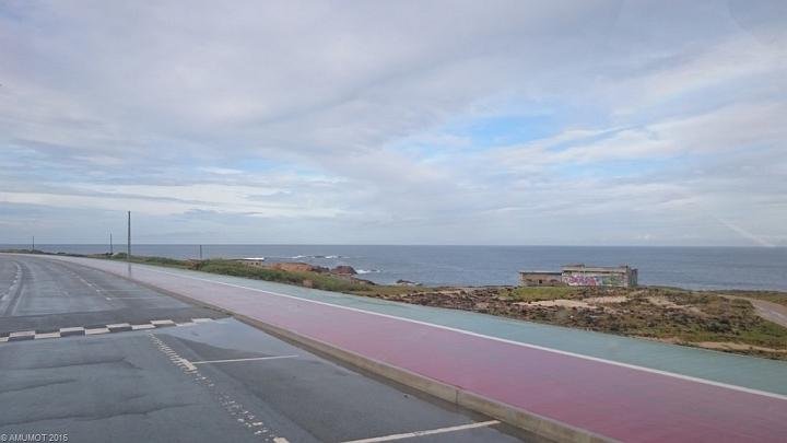 Sines, auch hier führt die Straße direkt am Atlantik entlang