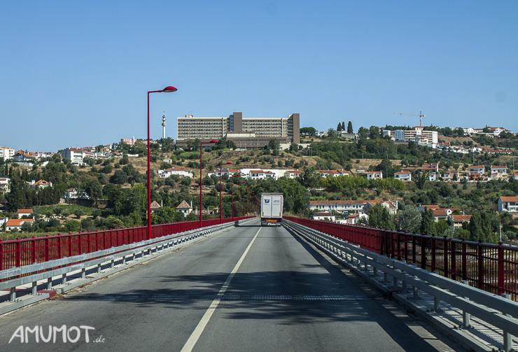 Brücke über den Tejo - im Hintergrund Abrantes