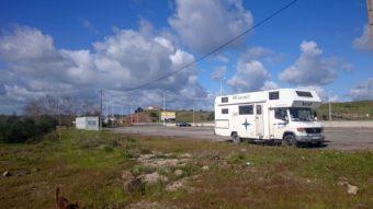 Treffpunkt auf der Autobahn an der spanischen Grenze