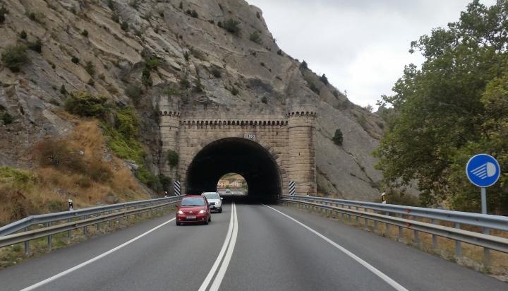 Tunnel mit Türmchen