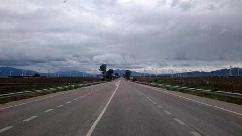 Viele Windmühlen vor Tarifa