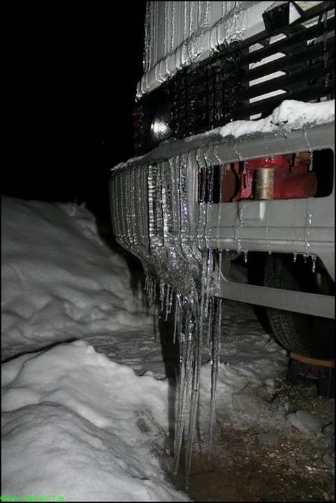 dicke Eiszapfen am Wohnmobil