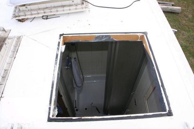 ausgebaute Dachluke reinigen