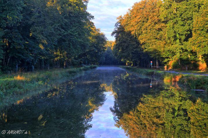 Canal de Nantes à Brest am Morgen