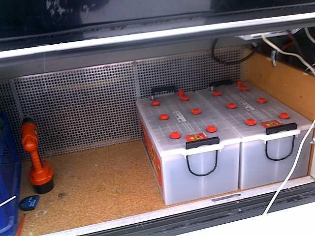zwei Wohnmobilbatterien