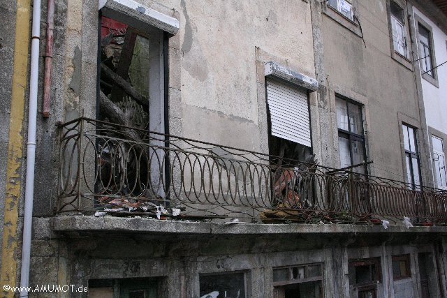 zerfallene Häuser in Porto